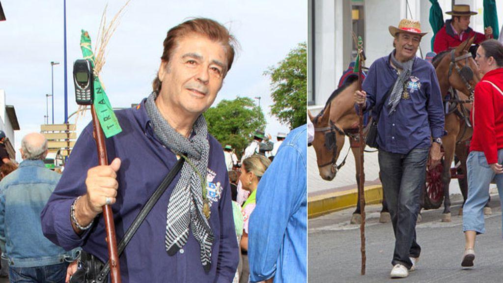 El actor Máximo Valverde encontró la manera perfecta de llevar su móvil