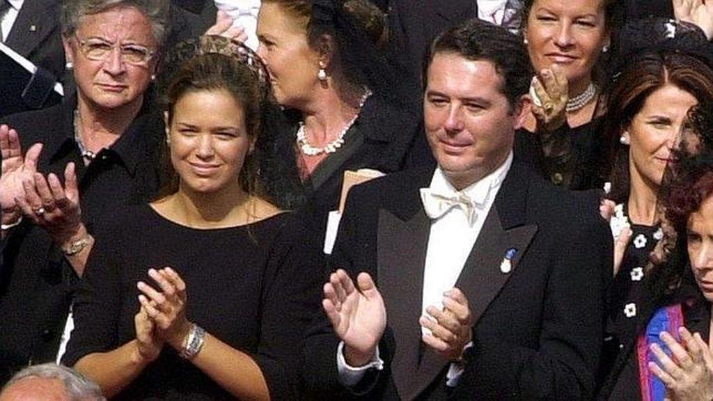 José María Michavilla, exministro de Justicia y su mujer, Irene Vázquez, en el Vaticano.