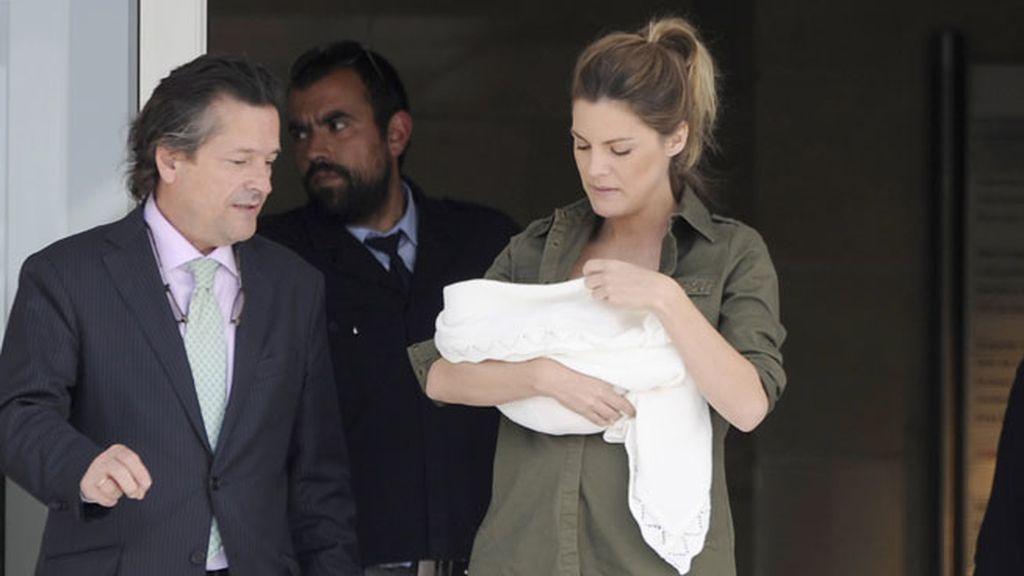 Es la primera hija de la actriz y Rosauro Varo