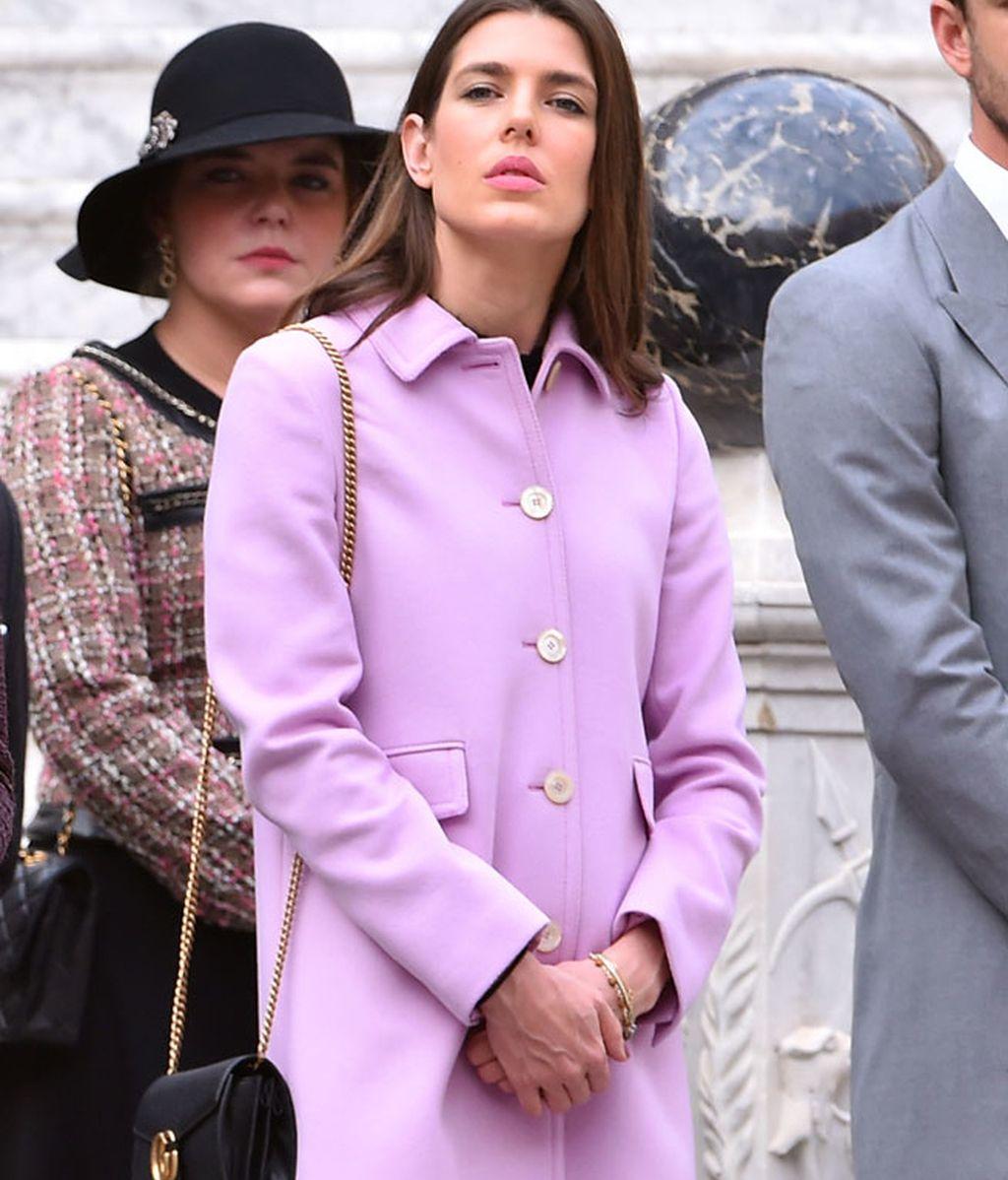 Carlota Casiraghi eligió un abrigo rosa palo para celebrar el Día de Mónaco