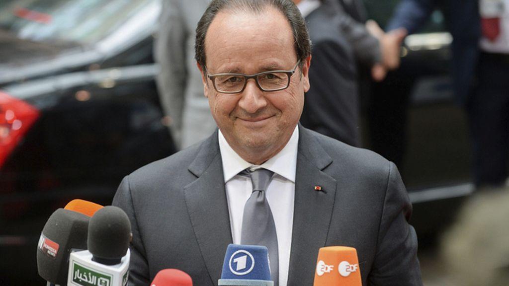 Hollande llega a la reunión del Eurogrupo