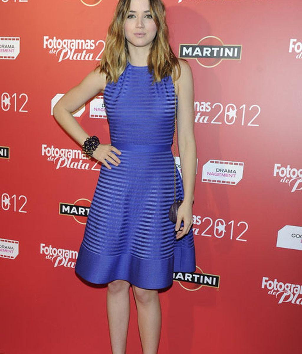 Ana de Armas, con un vestido azul eléctrico