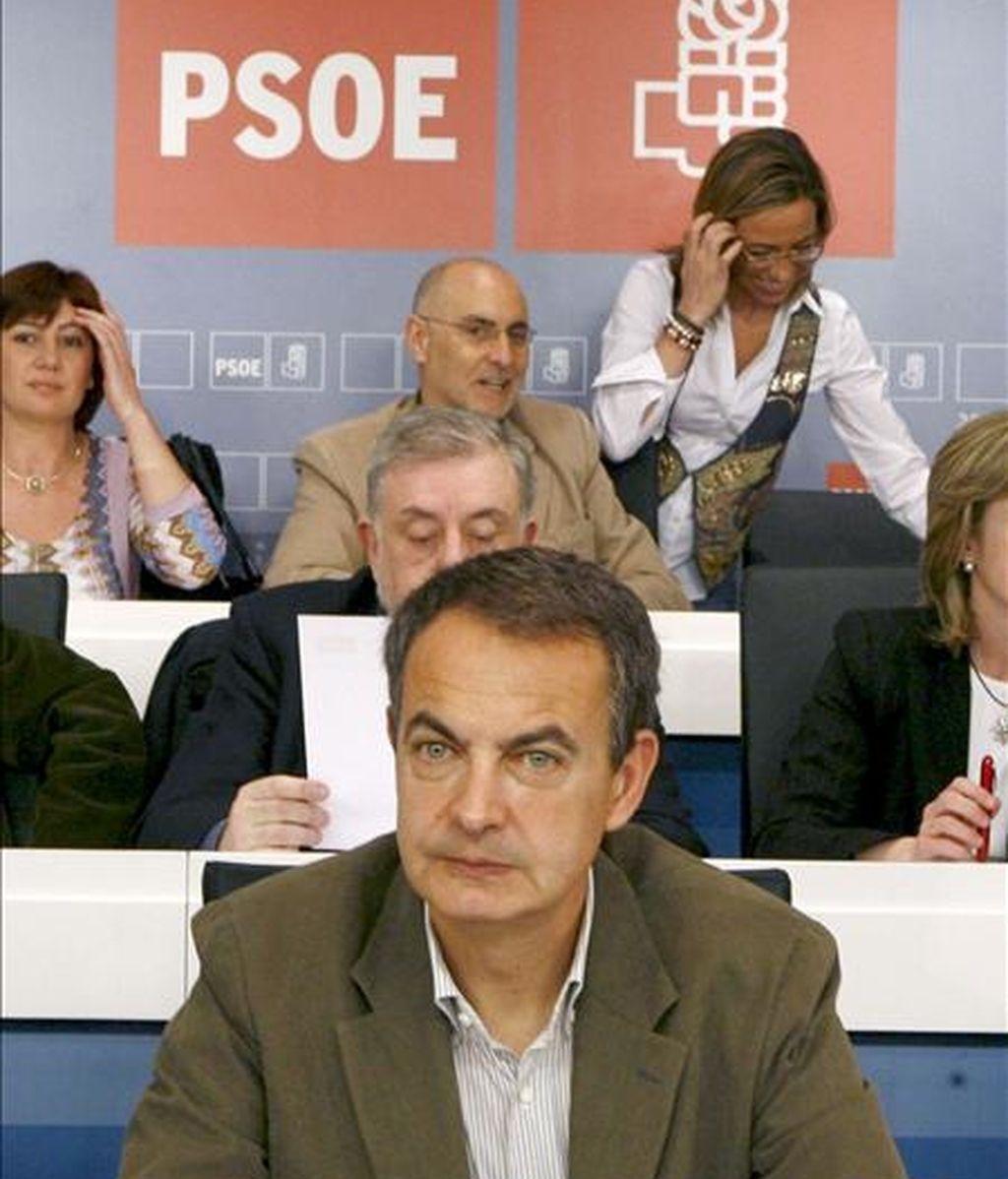 El presidente del Gobierno, José Luis Rodríguez Zapatero (c), durante la reunión hoy del Comité Federal del PSOE que tiene que aprobar la candidatura socialista a las elecciones europeas. EFE