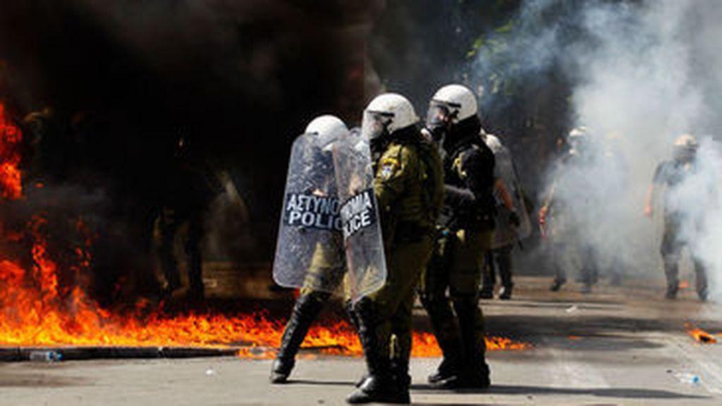 Enfrentamientos entre la Policía y un grupo de manifestantes en Atenas