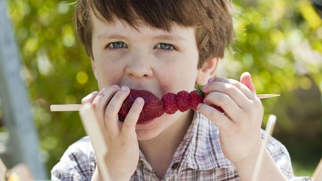 Niños, fruta