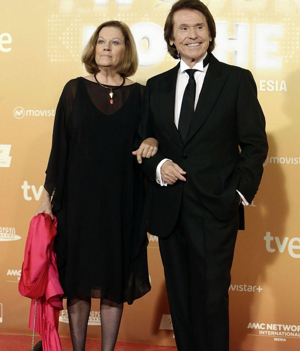 El cantante Raphael junto a su mujer, Natalia Figueroa
