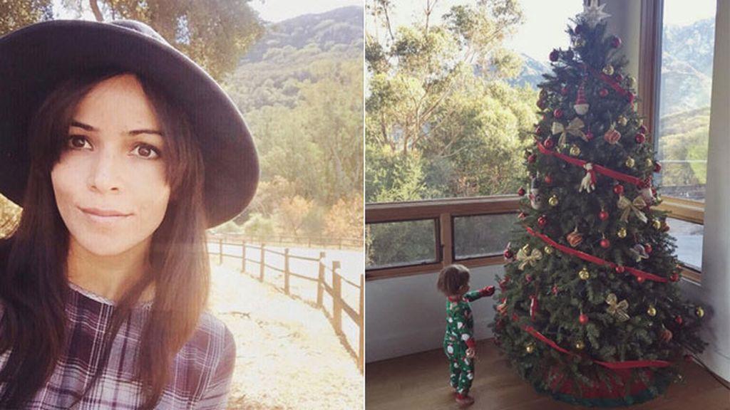 También le viene grande el árbol a Leo, el pequeño de Raquel del Rosario