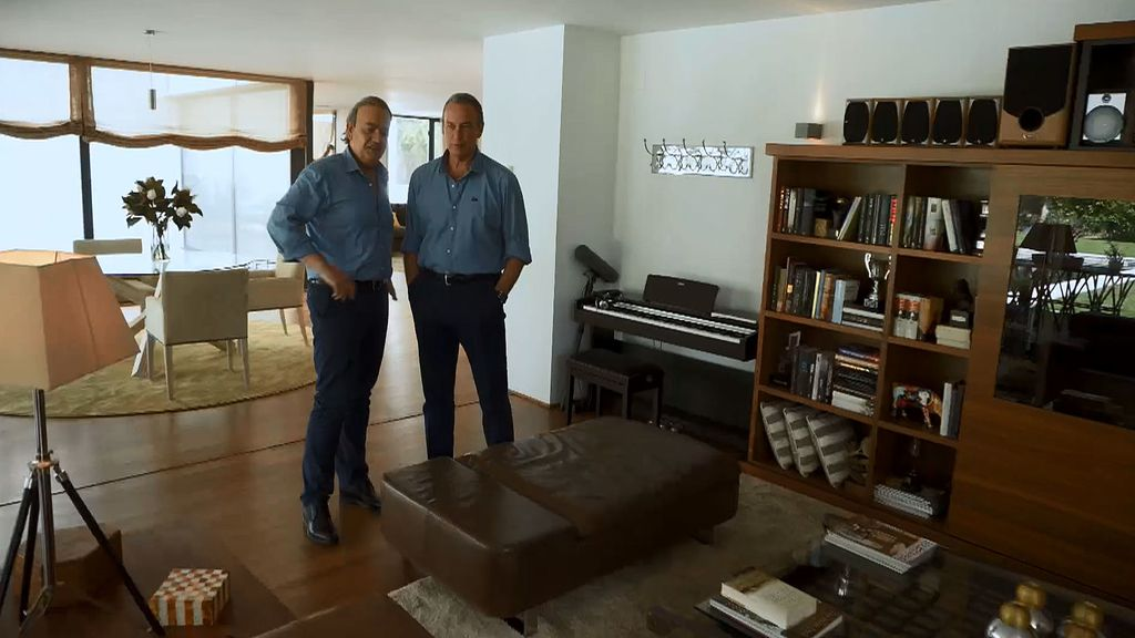 Bertín le enseña su casa a Bertín