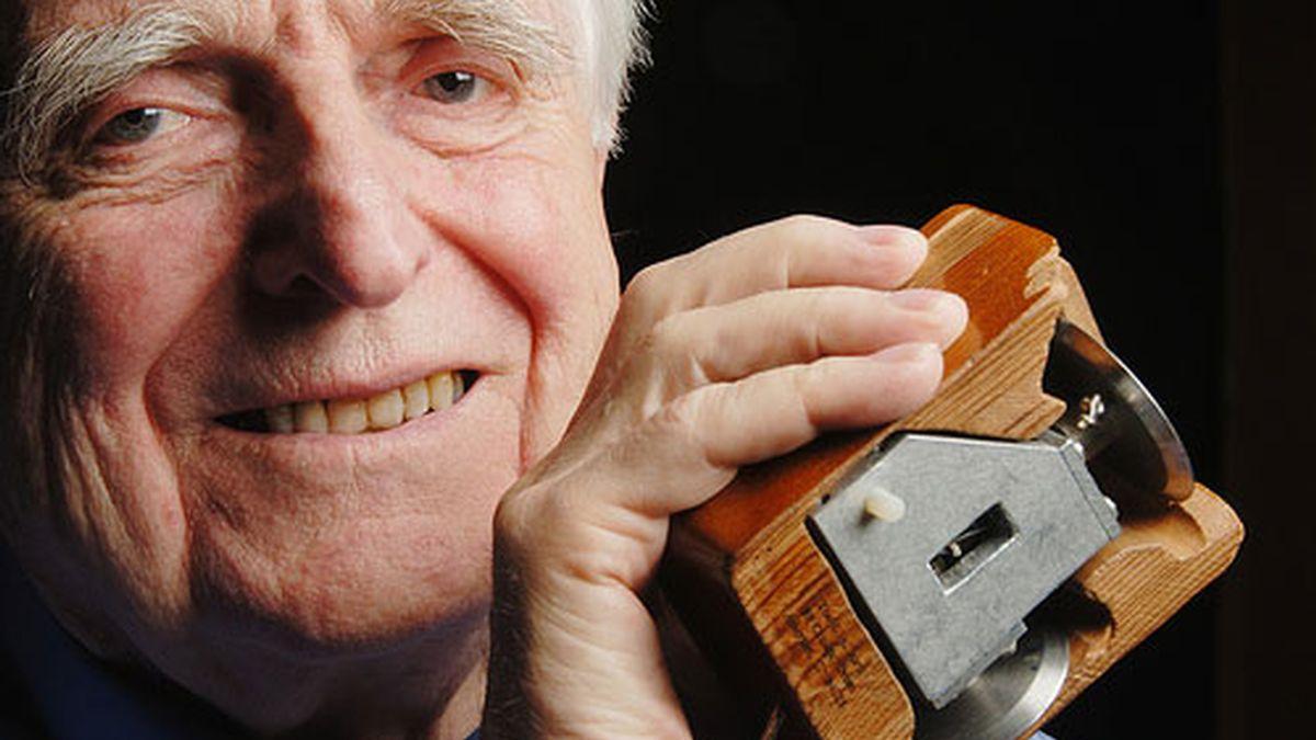 Douglas Carl Engelbart inventó el ratón de los ordenadores