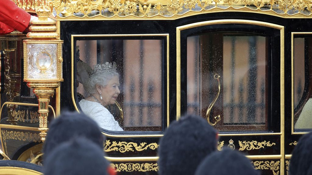 La reina Isabel inaugura la legislatura