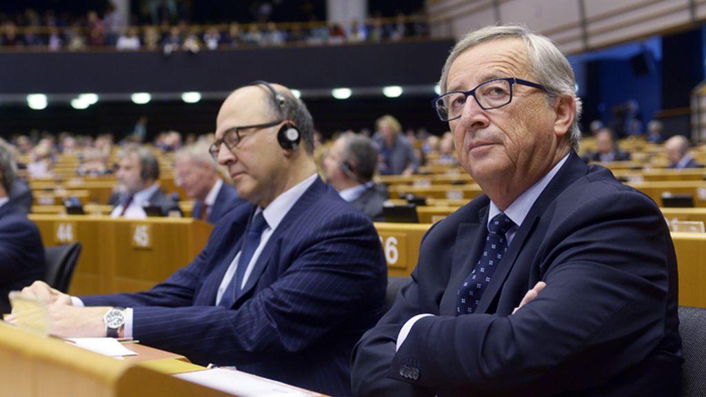 El presidente de la Comisión, Jean Claude Juncker, asiste a una sesión de la Eurocámara