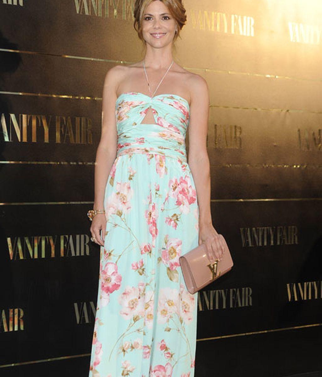 La actriz Manuela Velasco con un 'look' floreado muy favorecedor