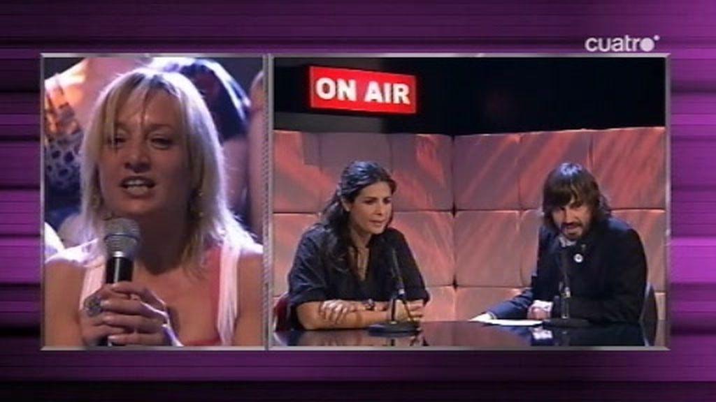 Nuria Roca explica a una chica si debe hacer un trio con Santi Millán o con otra mujer