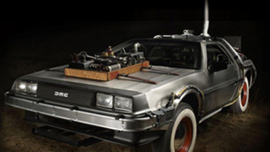 Un coleccionista pagó por el mítico coche 413.000 euros. Lo recaudado fue donado a la fundación que lucha contra el parkinson que fundó el actor Michael J. Fox.