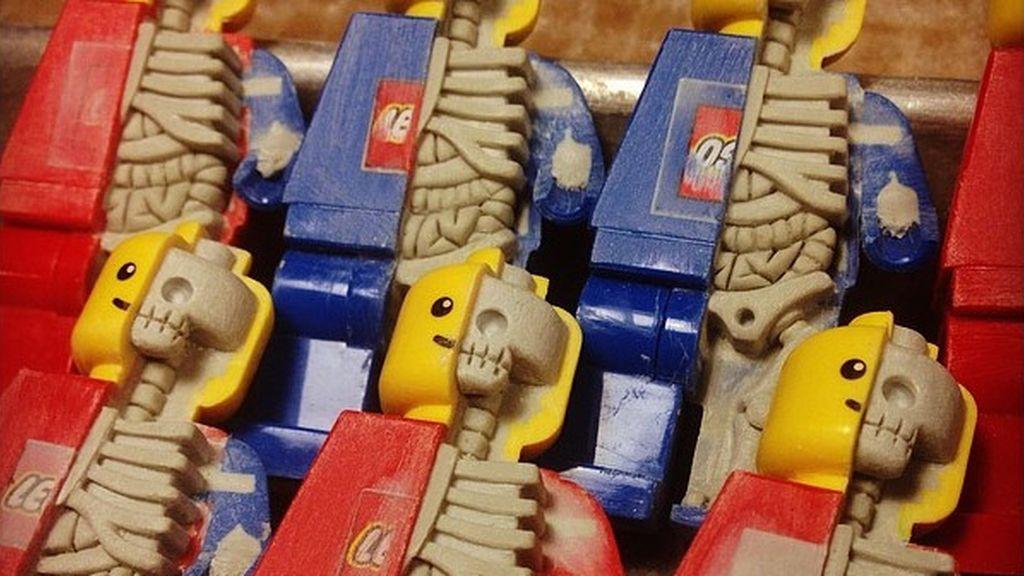 Así sería el interior de los muñecos  Lego si fuesen de carne y hueso