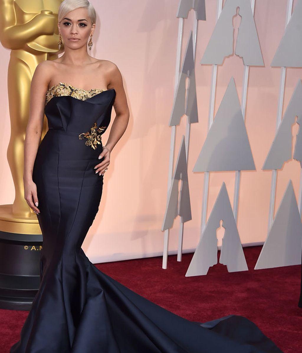 Rita Ora vestida de Marchesa