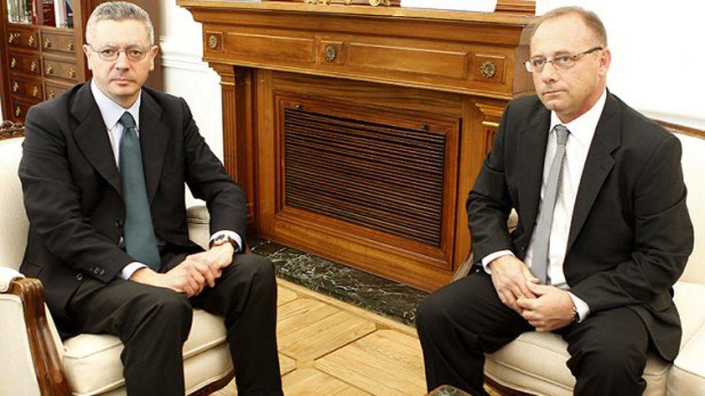 Antonio del Castillo, padre del Marta del Castillo se entrevista con Alberto Ruiz-Gallardón, Ministro de Justicia