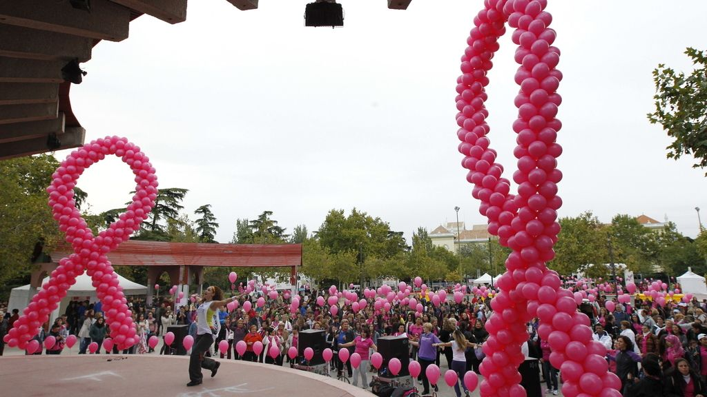 Lazos rosas contra el cáncer de mama en Madrid
