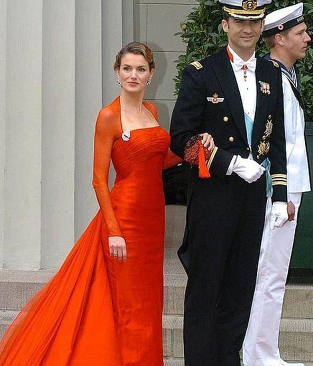 Letizia deslumbró en la boda de Federico y Mary de Dinamarca (14 de mayo de 2004)