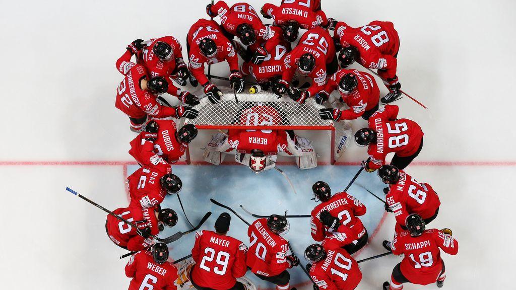 """""""Calentando"""" sobre el hielo para el partido"""