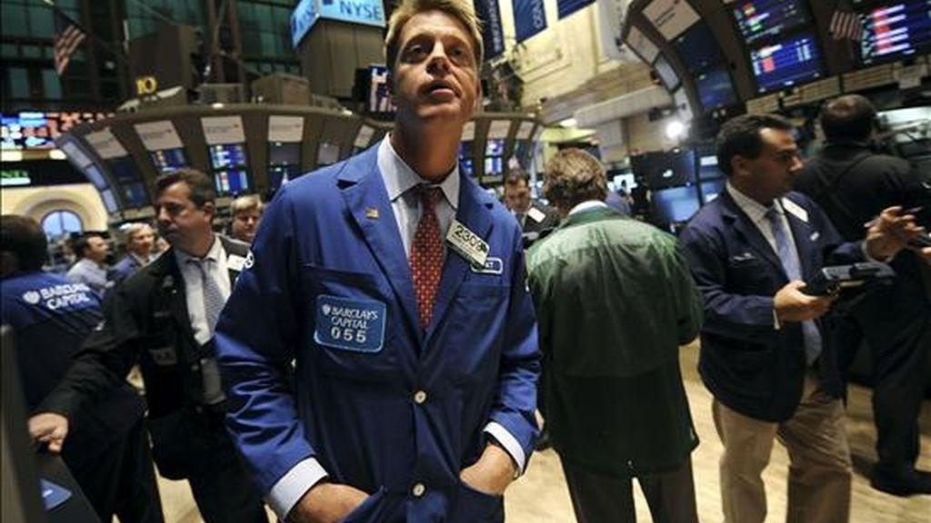 Al cierre de la jornada en el mercado neoyorquino, el índice Dow Jones de Industriales restó 3,03 puntos (-0,03%) y terminó en 11.359,16 unidades. EFE/Archivo
