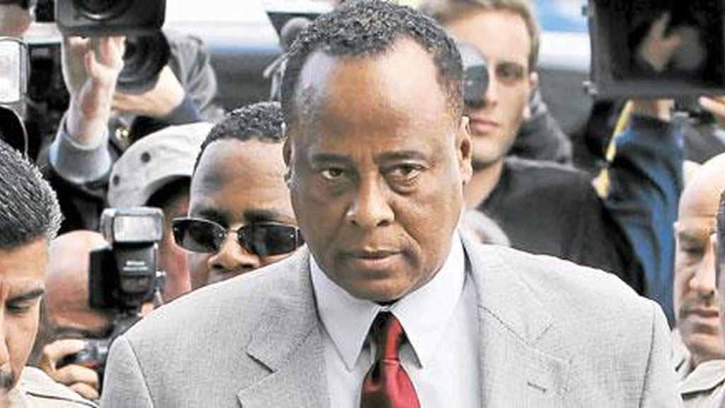 Si Conrad Murray, ex médico de Michael Jackson, es declarado culpable podría perder su licencia para ejercer y recibir una condena de hasta cuatro años de cárcel.