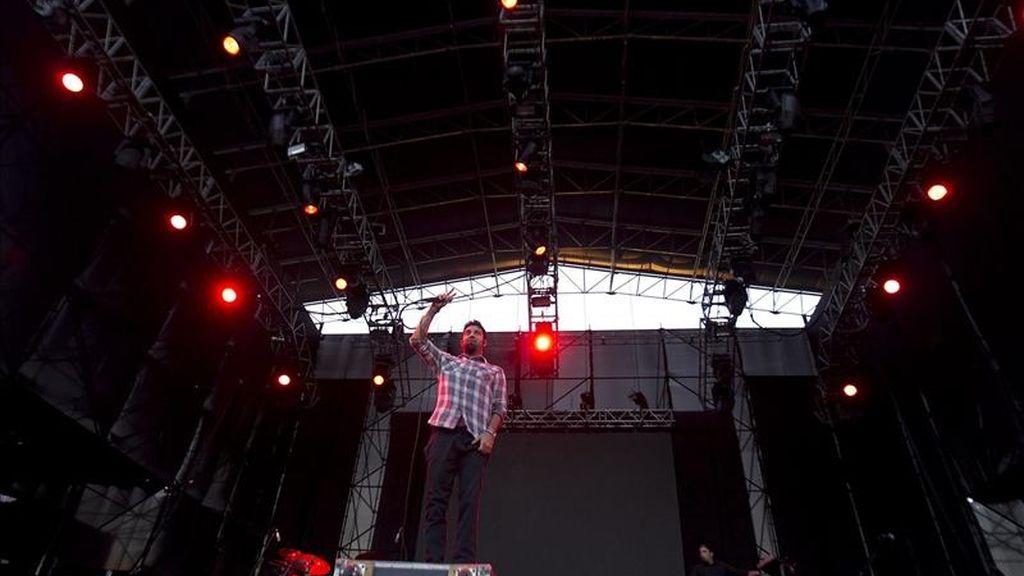 """El grupo de metal estadounidense Deftones se presenta durante el festival de música alternantiva """"Lollapalooza"""" en Santiago (Chile). EFE"""