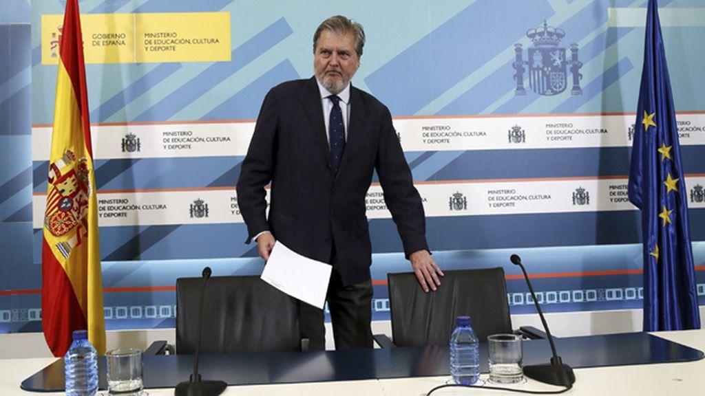 Méndez de Vigo anuncia otra partida de 24 millones para libros este septiembre