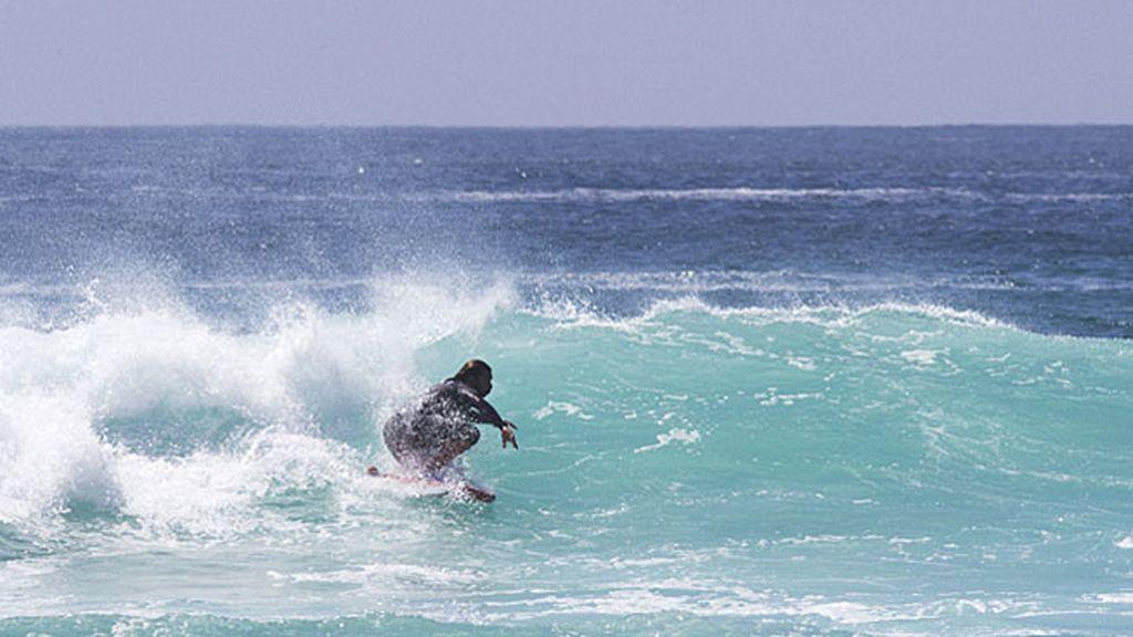 Impresionantes olas para estos increíbles surfistas