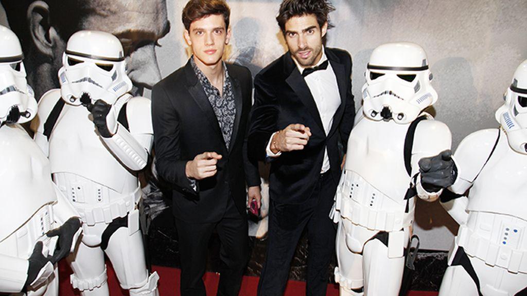 Los modelos Xavier Serrano y Juan Betancourt alistados en el ejército imperial