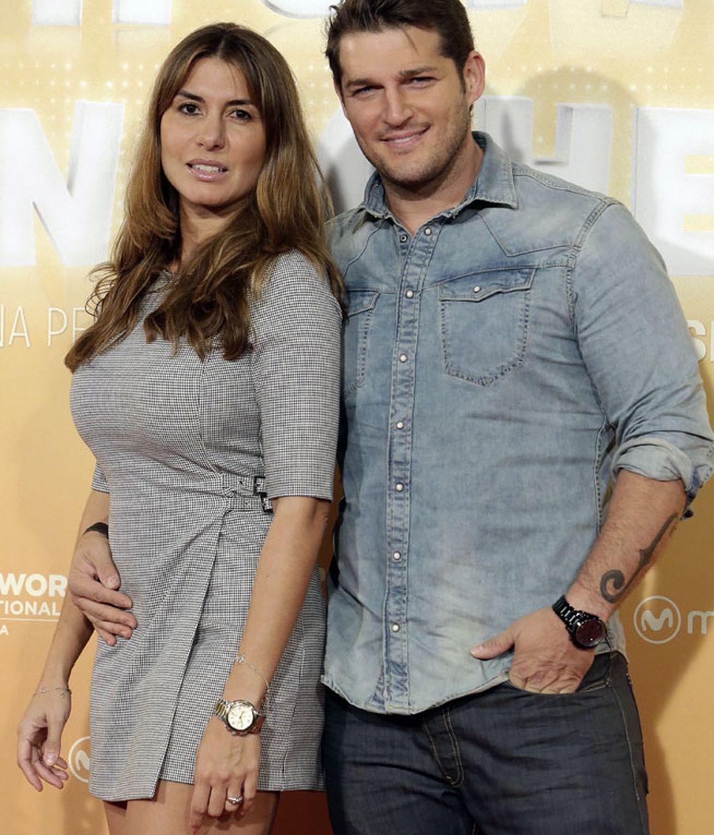 Manu Tenorio junto a su mujer, Silvia Casas