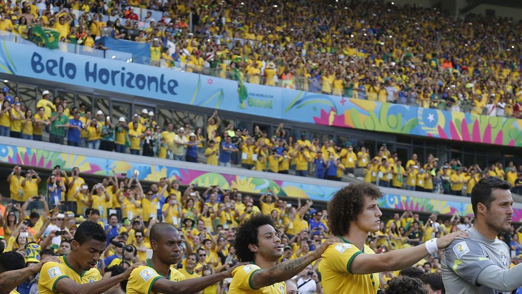 Los brasileños salieron arropados por toda la Torcida