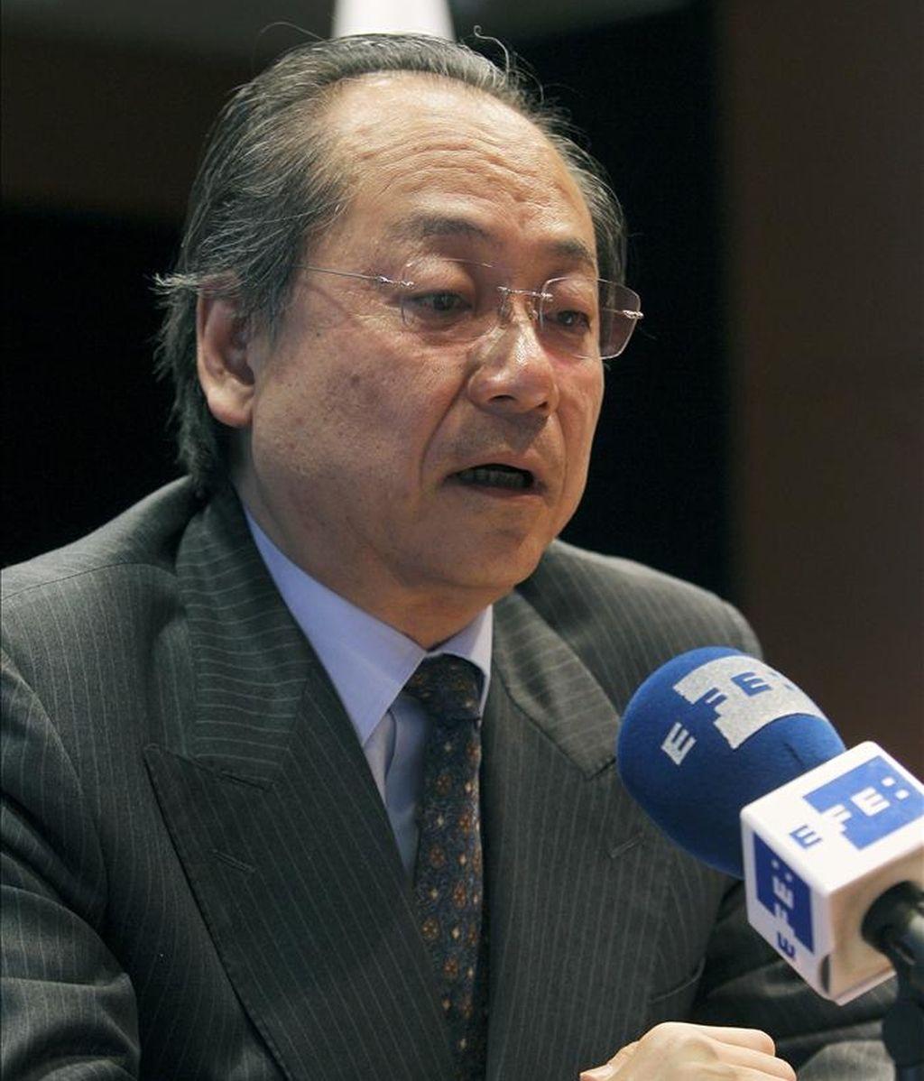 """El embajador de Japón en España, Fumiaki Takahashi, en una entrevista con Efe, ha asegurado que los accidentes de Fukushima y Chernóbil son """"diferentes"""", y ha garantizado que fuera del entorno de la central nuclear nipona la influencia de la radiactividad no es peligrosa para la salud en estos momentos. EFE"""