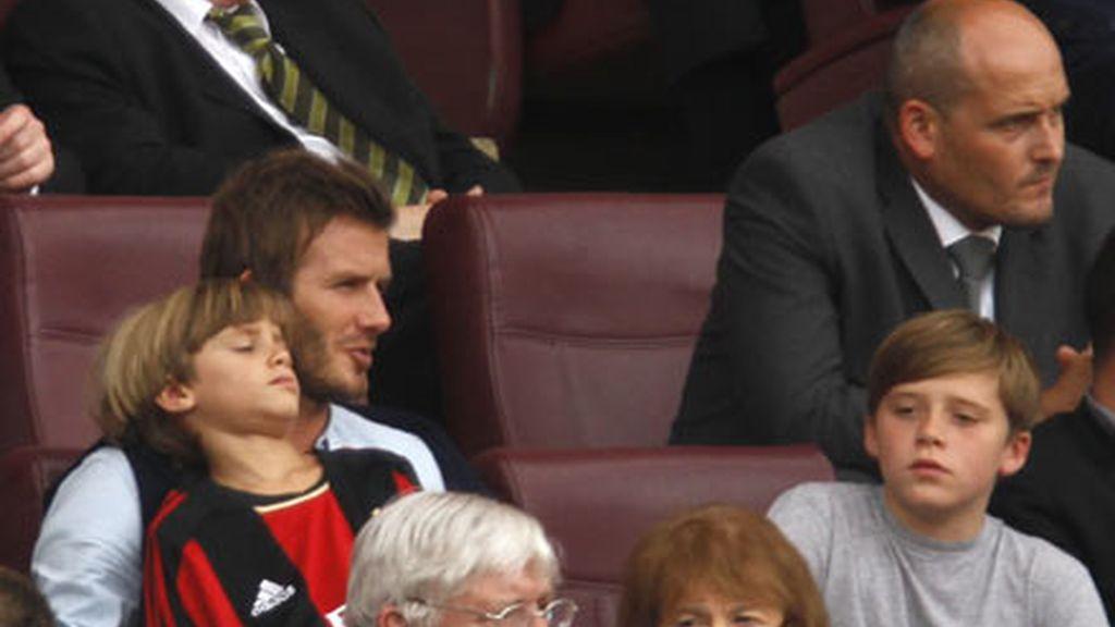Los Beckham van al fútbol