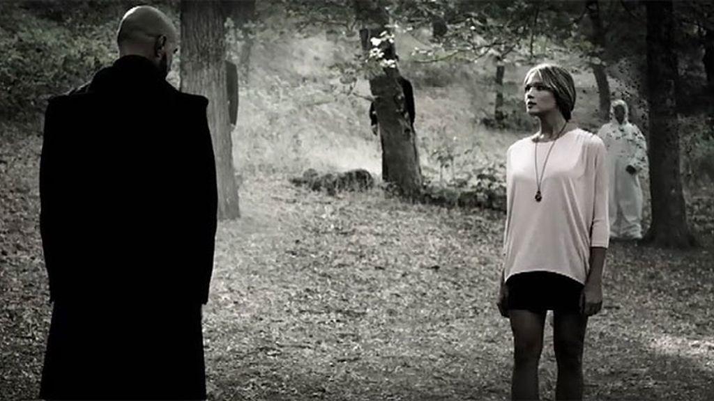 Alba y el hombre sin rostro, frente a frente