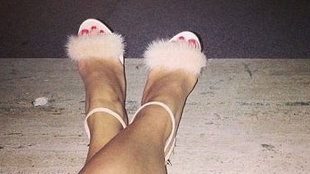 Rita Ora presume de zapatos
