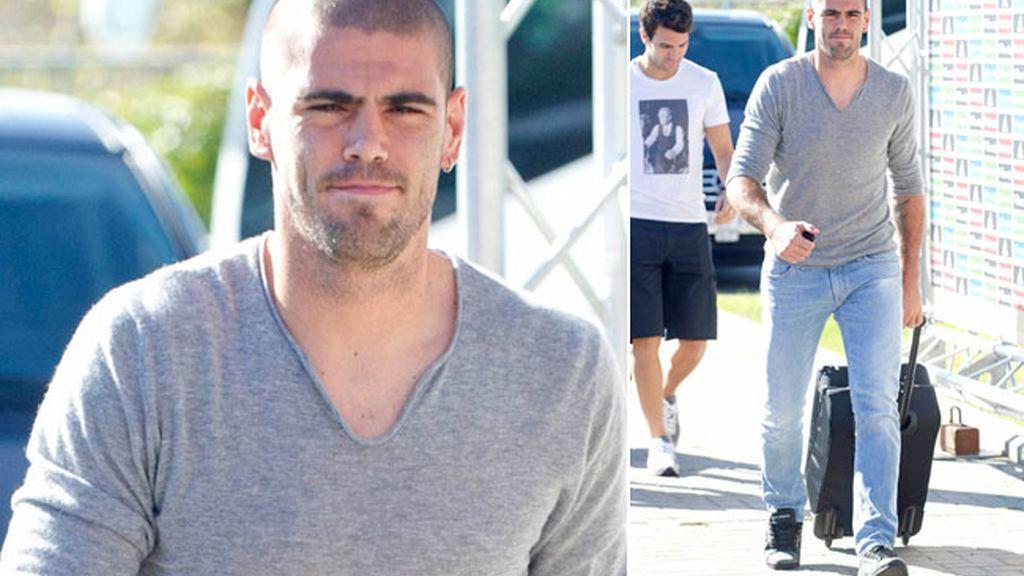 Cuello en pico gris para Valdés