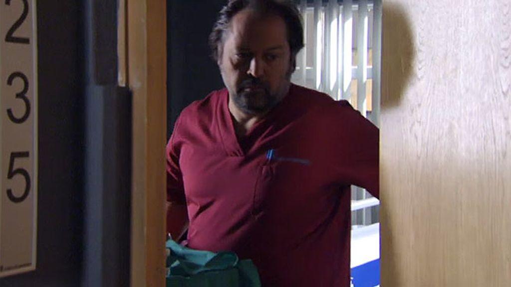 Simulan el ingreso de Héctor para que escape pero alguien va tras él