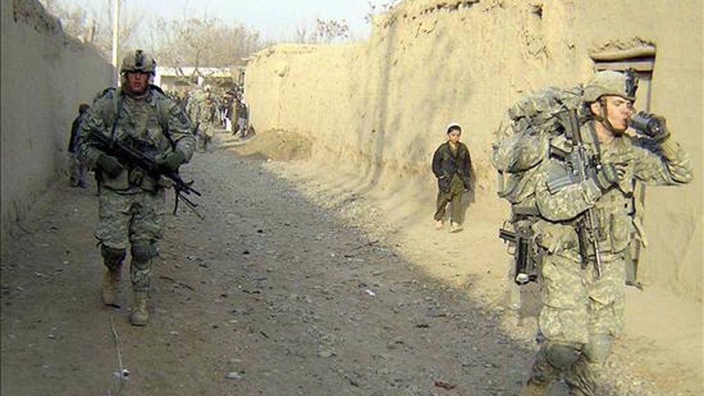 Soldados estadounidenses patrullan el distrito Char Darra de la provincia afgana de Baghlán, hoy, 5 de enero de 2011. Baghlán se es una de las provincias afganas menos tranquilas debido a un auge de la presencia de milicianos talibanes. EFE