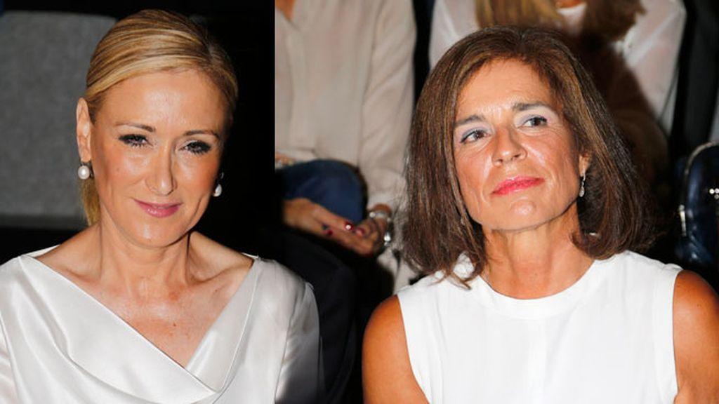 Cristina Cifuentes y Ana Botella en el desfile de Roberto Torreta