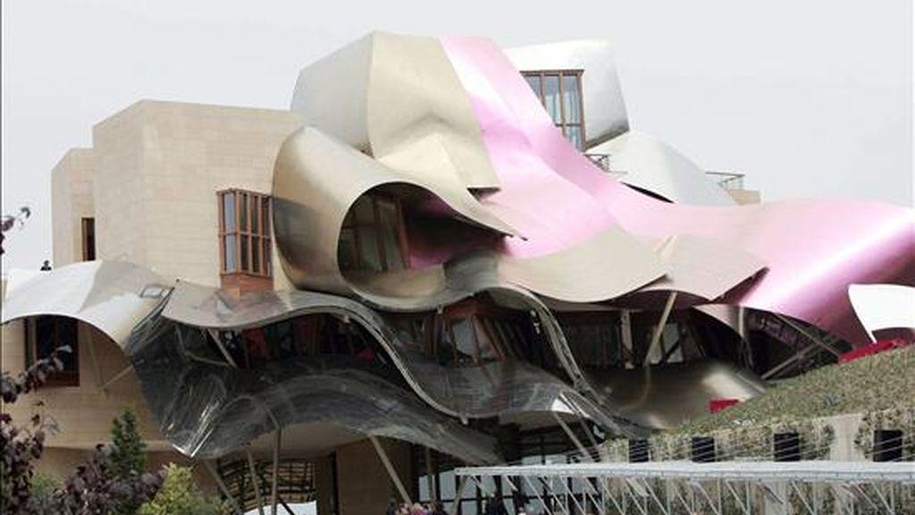 Vista general del hotel Marqués del Riscal situado junto a las bodegas de Marqués del Riscal en Elciego (Alava) y creado por el arquitecto canadiense Frank Gehry. EFE/Archivo