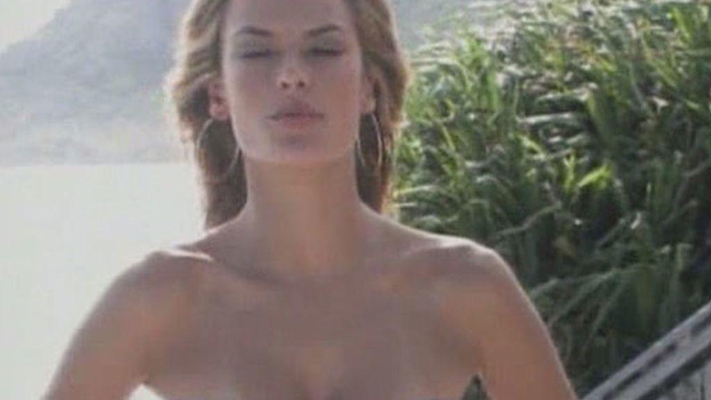 Victoria's Secret presenta su colección de bañadores