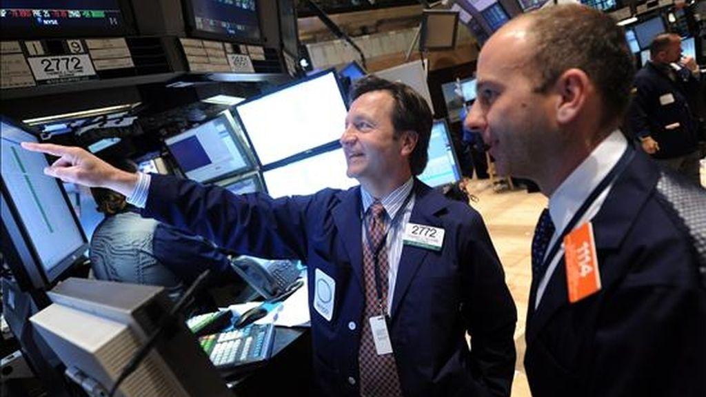 El Dow Jones cedió el 0,01% (-1,22 puntos) y finalizó en 10.465,94 unidades, en tanto que el S&P 500 subió el 0,01% (0,07 puntos), a 1.101,60 puntos y el Nasdaq avanzó el 0,13% (3,01 puntos), a 2.254,70 puntos. EFE/Archivo