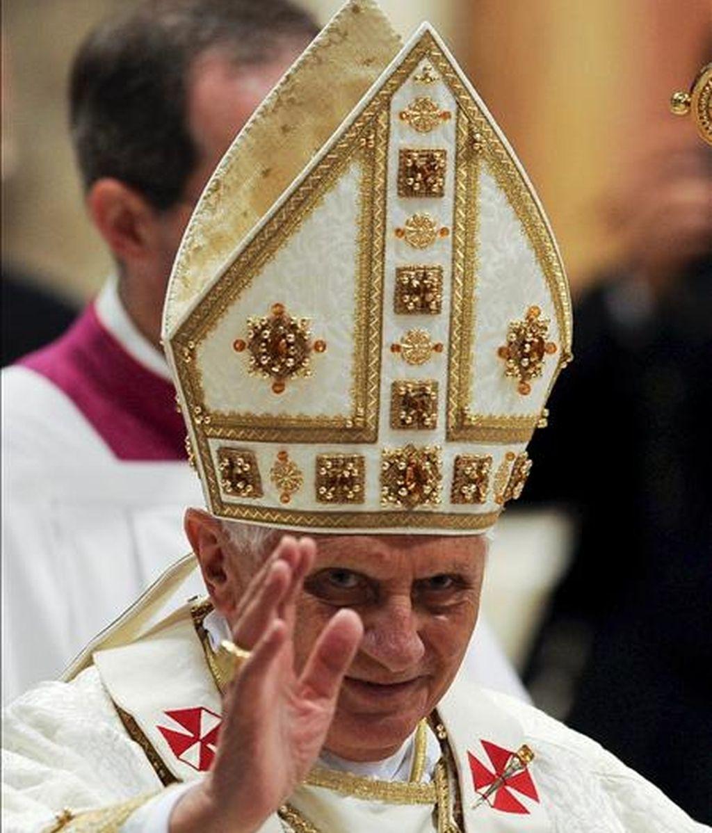 El papa Benedicto XVI oficia la tradicional misa de Jueves Santo en el Vaticano. EFE