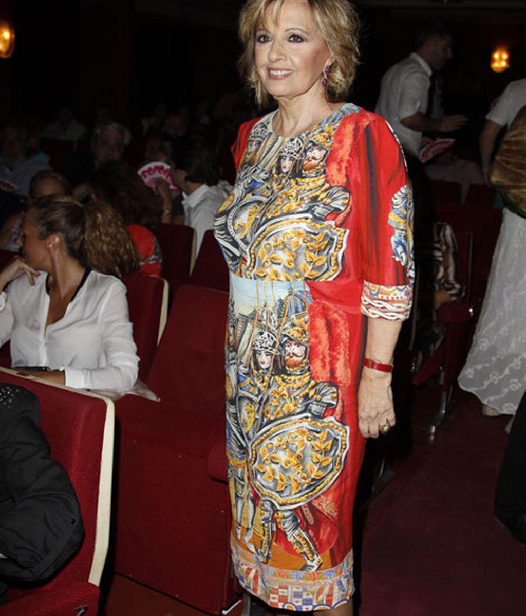 Maria Teresa Campos eligió un vestido con estampados