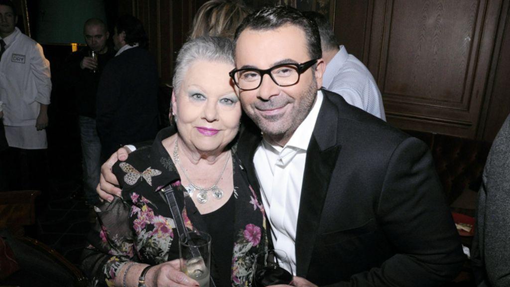 Jorge Javier y su orgullosísima madre, que ha llegado incluso a recibir ofertas de televisión