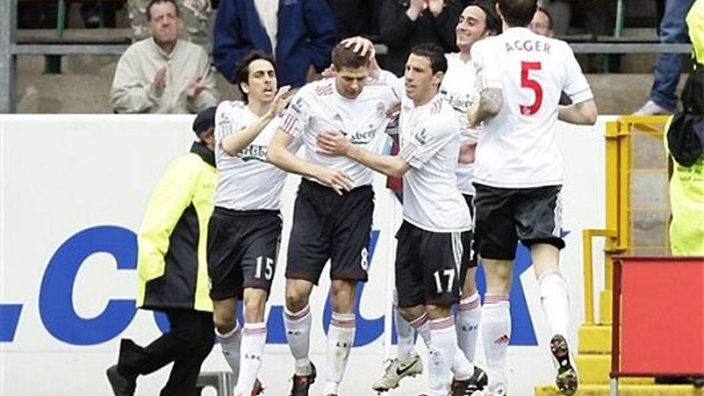 Gerrard celebra el gol anotado ante el Burnsley. FOTO: AP.