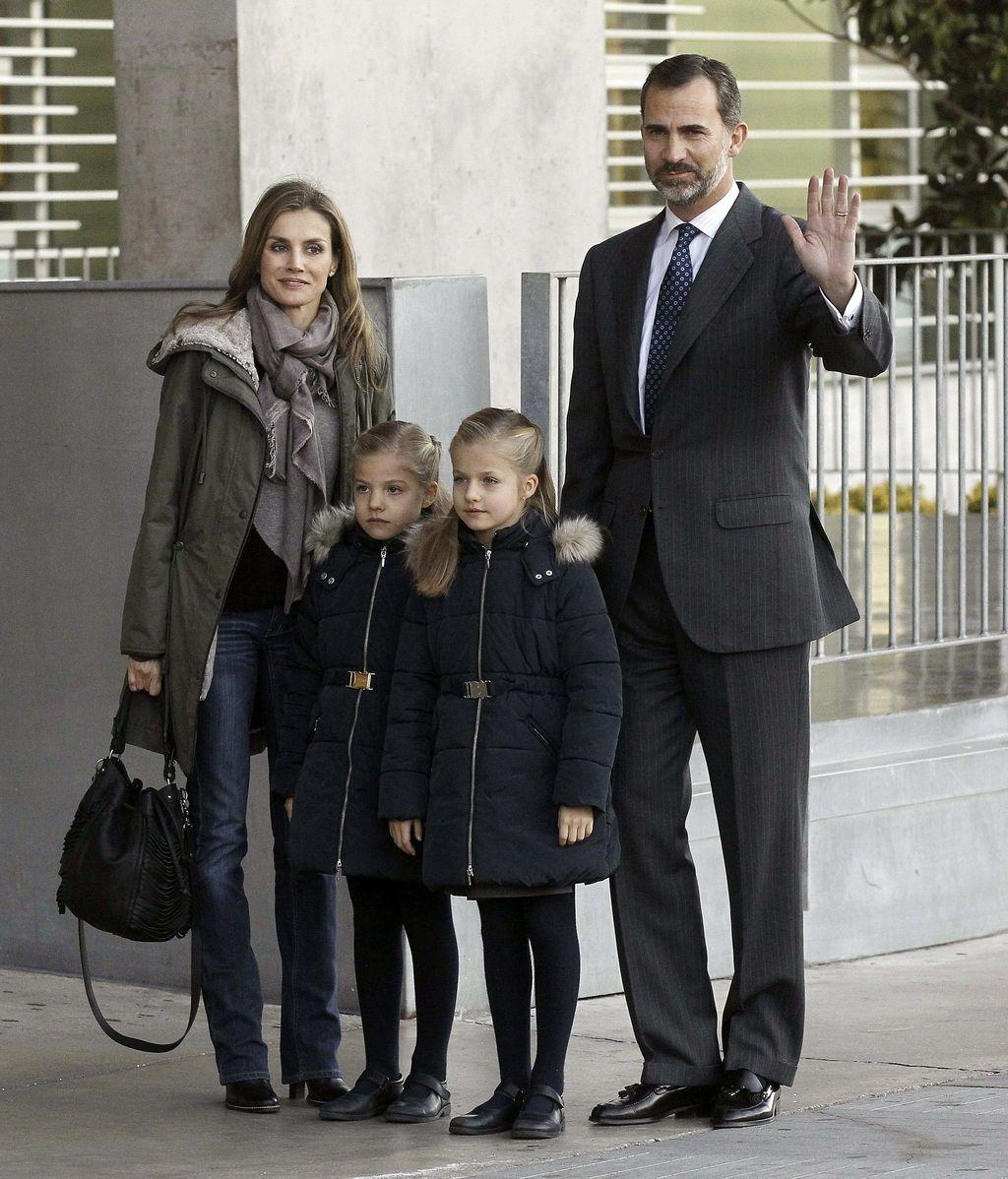 Los Príncipes y las Infantas Sofía y Leonoor visitan al Rey