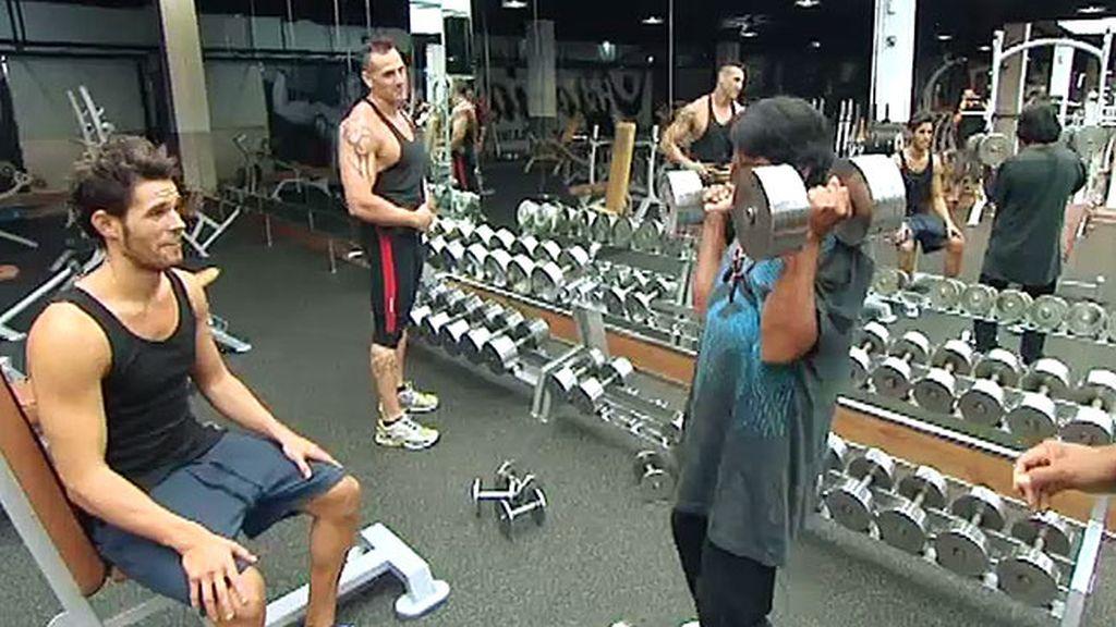 Guirar y Chasém se ponen en forma en un gimnasio