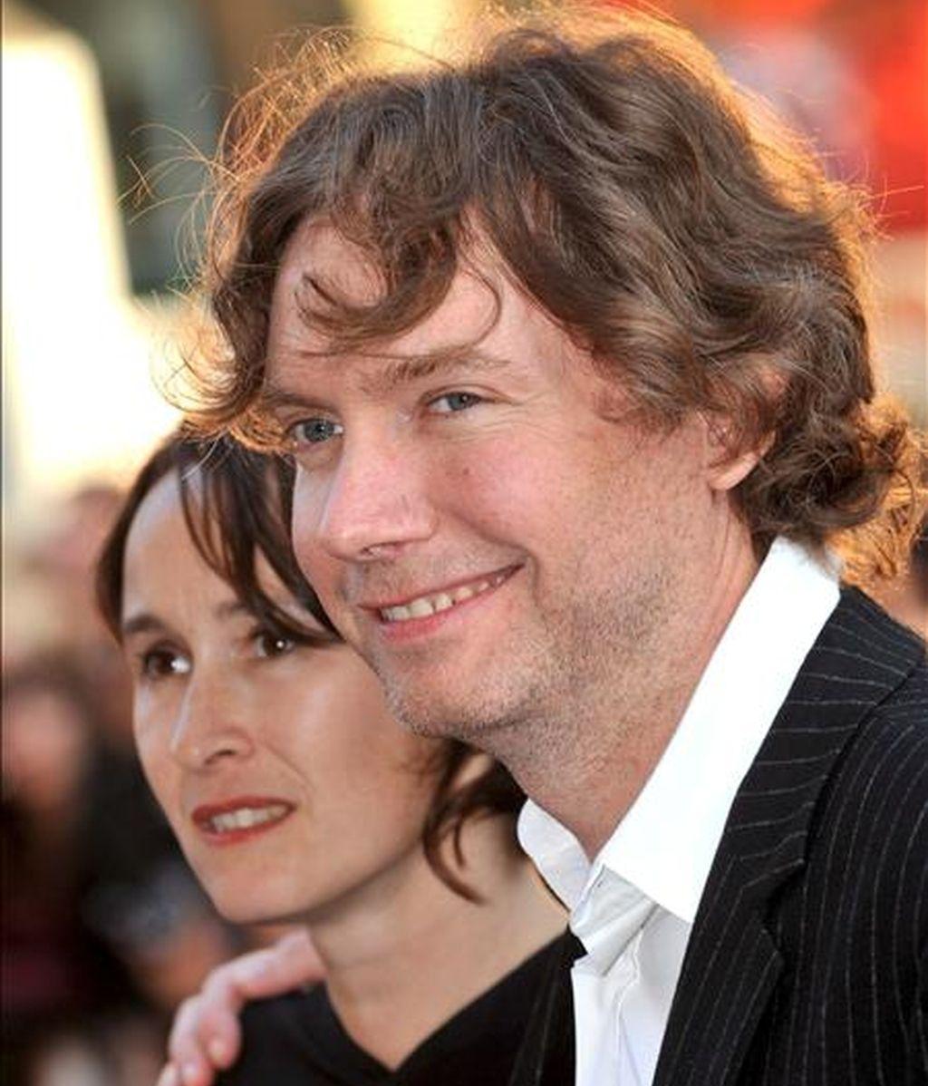 El director británico Kevin MacDonald (d). EFE/Archivo